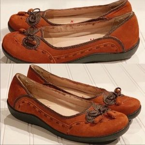 Like NEW Suede Brown Hush Puppies Bow Flats